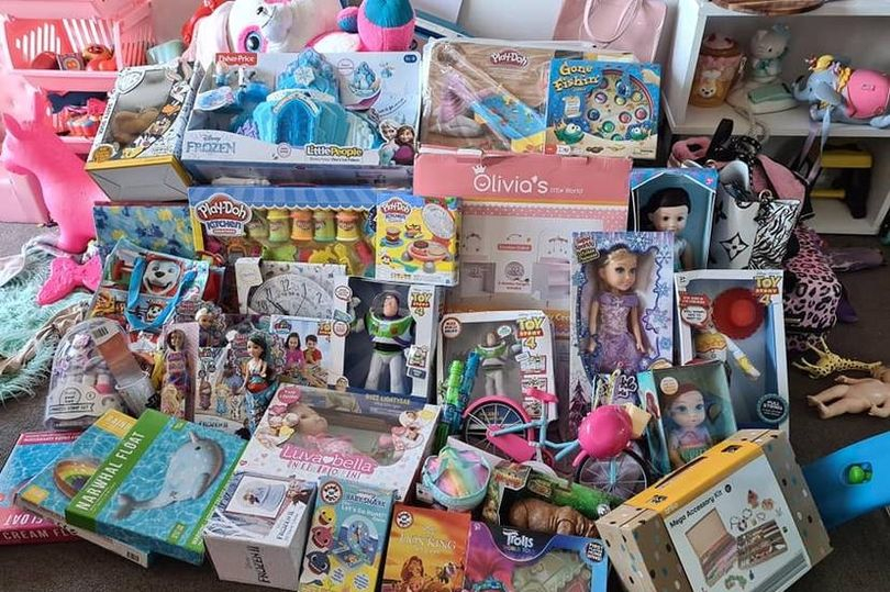 msemail_0_mums-huge-Christmas-gift-haul-for-toddler-daughter-sparks-heated-debatejpg-JS609626097.jpgstripallquality100w810h539crop1.jpeg