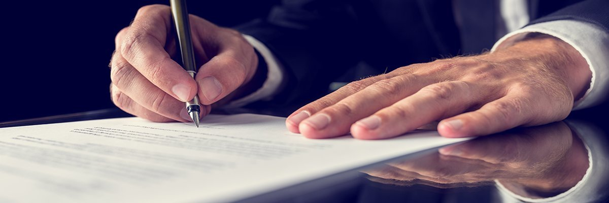 insurance-contract-legal-signature-deal-fotolia.jpg
