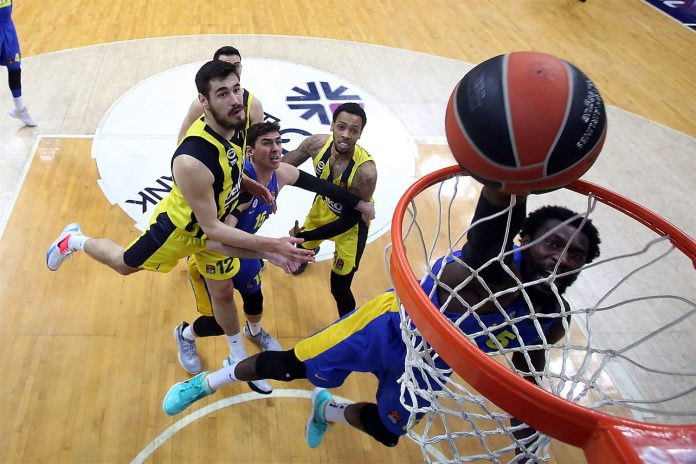Othello Hunter Maccabi Tel-Aviv Fenerbahce