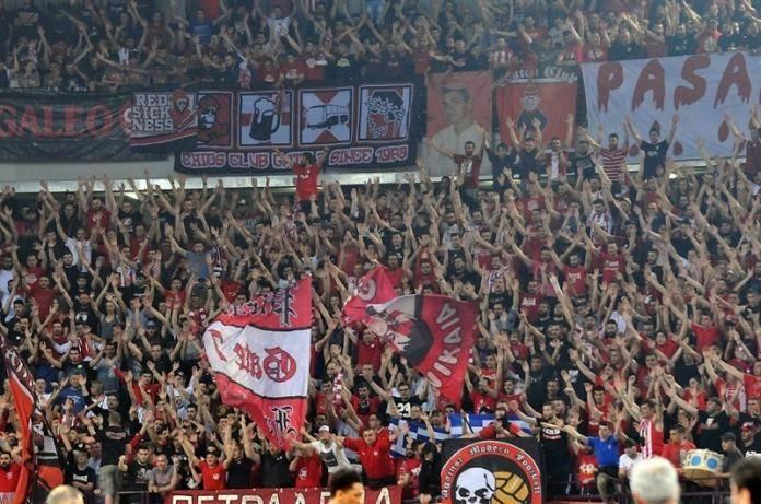 fans-olympiacos-piraeus-eb16-1.jpg