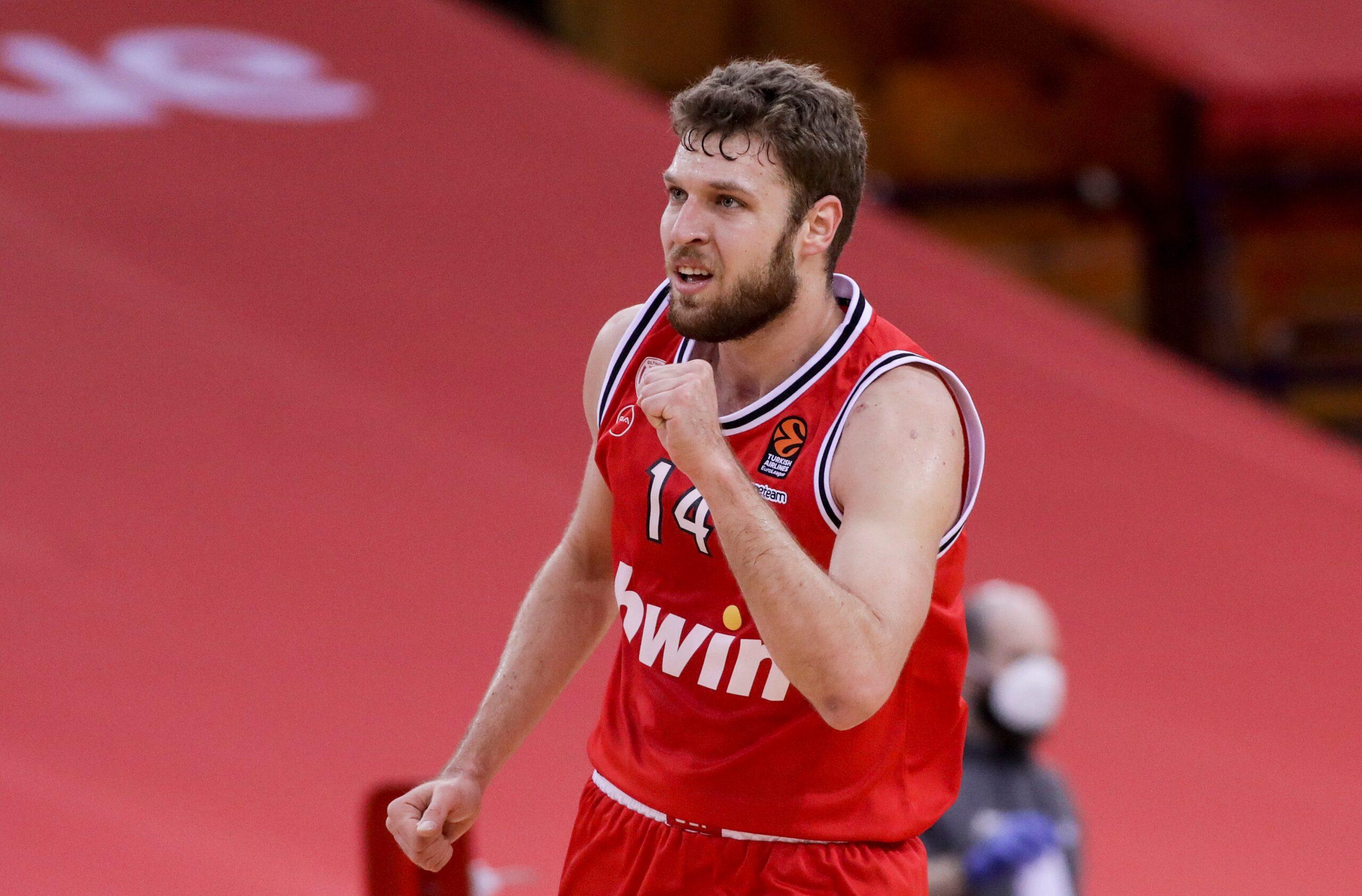 Sasha-Vezenkov-Olympiacos.jpg