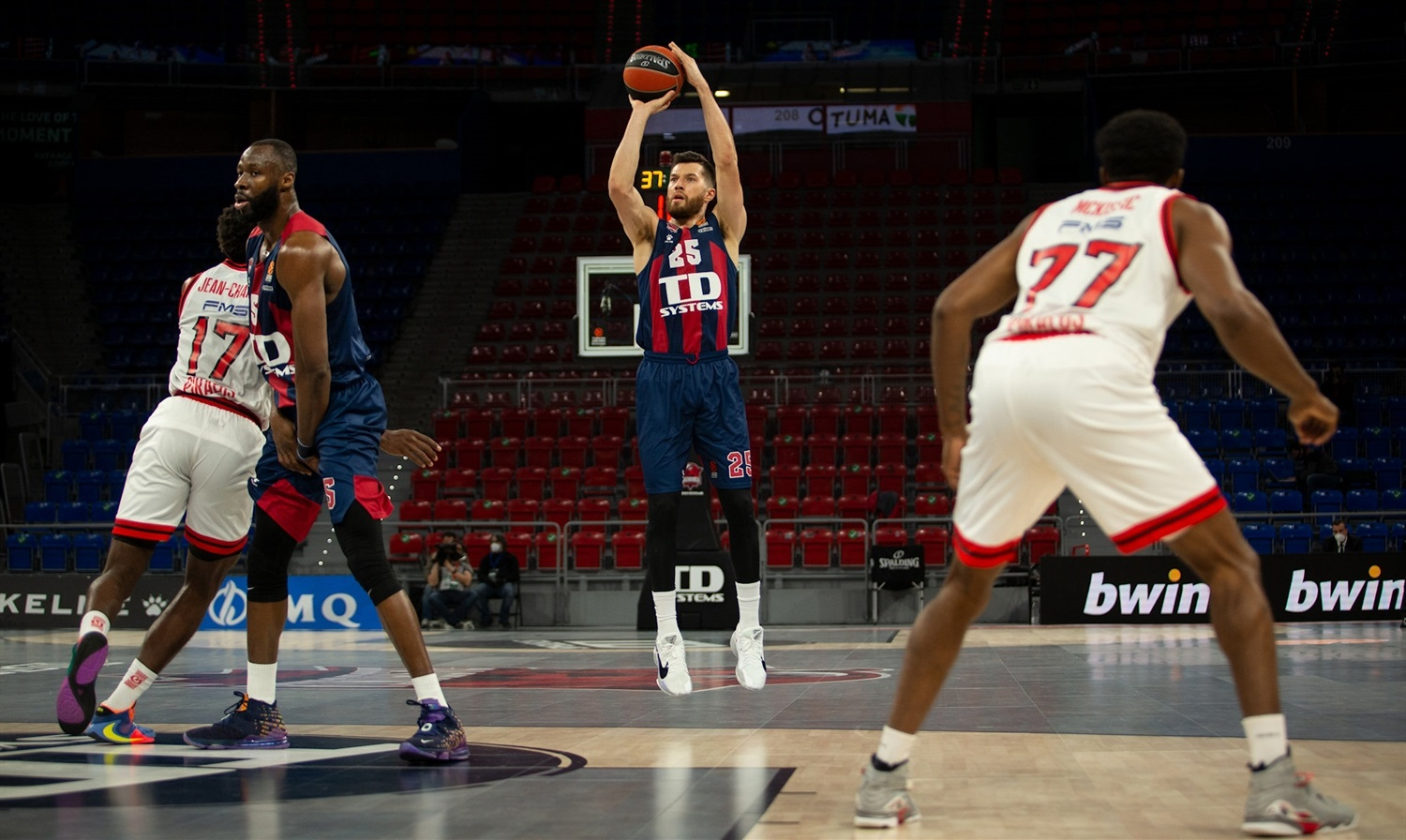 alec-peters-td-systems-baskonia-vitoria-gasteiz-eb20.jpg