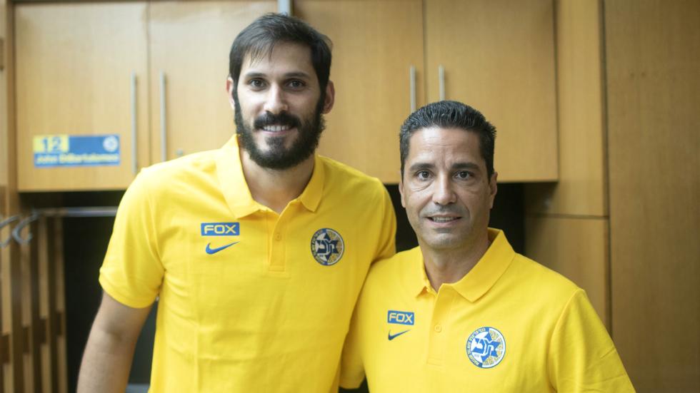 Omri Casspi et Giannis Sfairopoulos